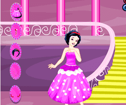 Play Snow White Dressup